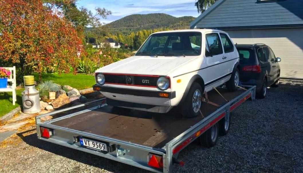 """<span class=""""font-weight-bold"""" data-lab-font_weight_desktop=""""font-weight-bold"""">HENG PÅ:</span> Øyvind Kjeka har en klar plan for sin 1978-modell Golf GTi, som først går via et ... lasteplan."""