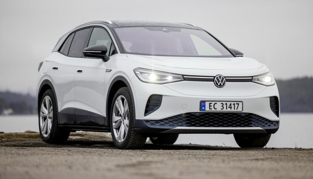 DEN SOM VENTER PÅ NOE GODT...: VW ID. 4 er en attraktiv og ettertraktet elektrisk SUV, men nå opplever produsenten problemer med å få levert i tide.