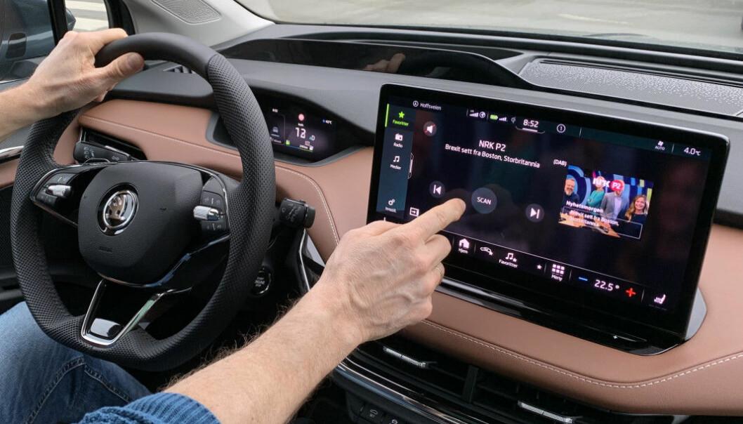 FIKLE, FIKLE: Vi Bilägares sjefsredaktør tar et kraftig oppgjør med skjermene som tar oppmerksomheten bort fra veien.