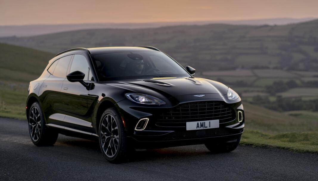 """<span class="""" font-weight-bold"""" data-lab-font_weight_desktop=""""font-weight-bold"""">MILLIONBIL:</span> Aston Martin DBX. Det ble registrert tre stykker i Norge i 2020. Den starter på rett under tre millioner kroner."""