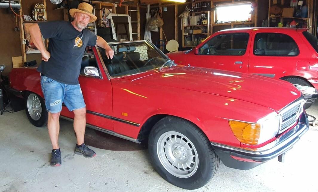 """<span class=""""font-weight-bold"""" data-lab-font_weight_desktop=""""font-weight-bold"""">GARASJEGULL:</span> Radiovert Geir Schau har hatt sin Mercedes 350 SL1971-modell helt siden 1999."""