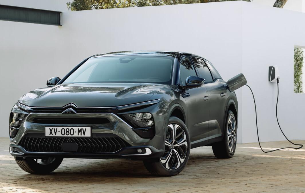 NY TOPPMODELL: Med 4,80 meter lange C5 X er Citroën tilbake i storbilklassen, denne gangen med en tidsriktig ladbar crossover.