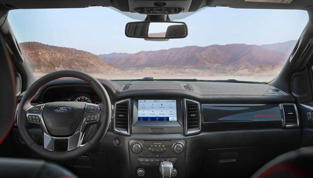 """<span class="""" font-weight-bold"""" data-lab-font_weight_desktop=""""font-weight-bold"""">PREMIUM:</span> Interiøret i Stormtrak har de samme setene som i toppmodellen Ranger Raptor, og tilbyr det ypperste Ford har av luksus."""