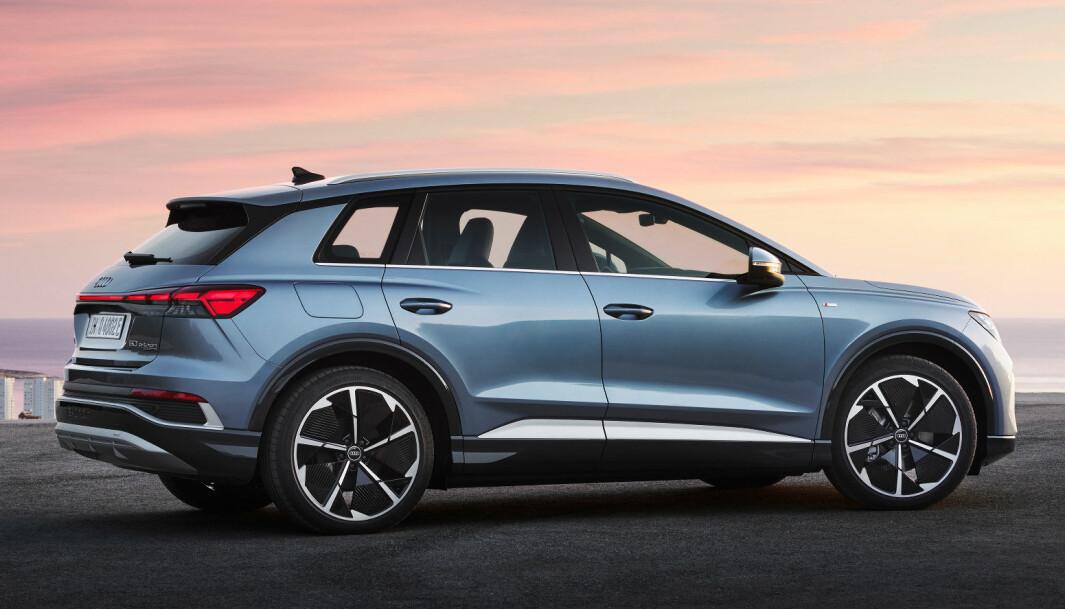 """<span class="""" font-weight-bold"""" data-lab-font_weight_desktop=""""font-weight-bold"""">SØSKENLIKHET?</span> Q4 e-tron er i prinsippet samme bil som Skoda Enyaq og VW ID.4, men skiller seg likevel ut designmessig."""