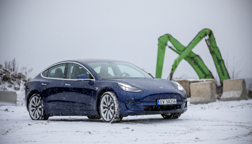 SVAKHETER? Svenske Tesla-eiere er ikke fornøyde med lakkvaliteten.