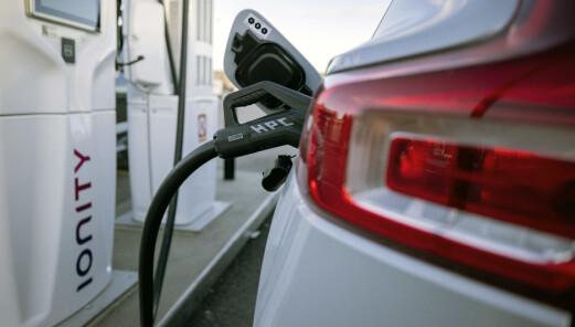 Nå blir det lagt til rette for lading av elbil i alle nye bygg