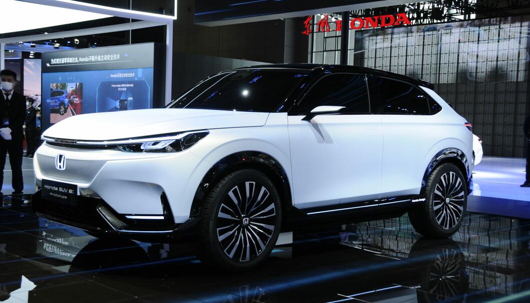 SVAR PÅ MAZDA MX-30? Den kopakte elektriske SUV-en Honda SUV e:prototype vises her i Shanghai i nesten produksjonsferdig stand.