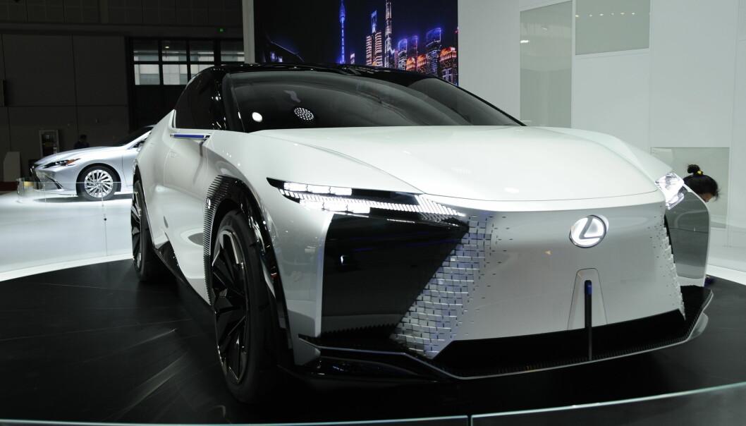 "<span class="" font-weight-bold"" data-lab-font_weight_desktop=""font-weight-bold"">EL-LEXUS: </span>Toyotas luksusdivisjon viste sin elektriske konseptbil, LF-Z. Middels ambisiøst med 90 kWt og 60 mil rekkevidde."
