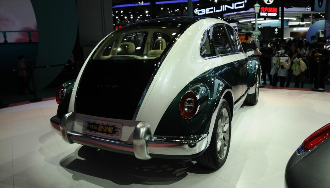 """<span class="""" font-weight-bold"""" data-lab-font_weight_desktop=""""font-weight-bold"""">OGSÅ BAK...: </span>Likheten med VW-klassikeren er ikke mindre når man betrakter hekken!"""