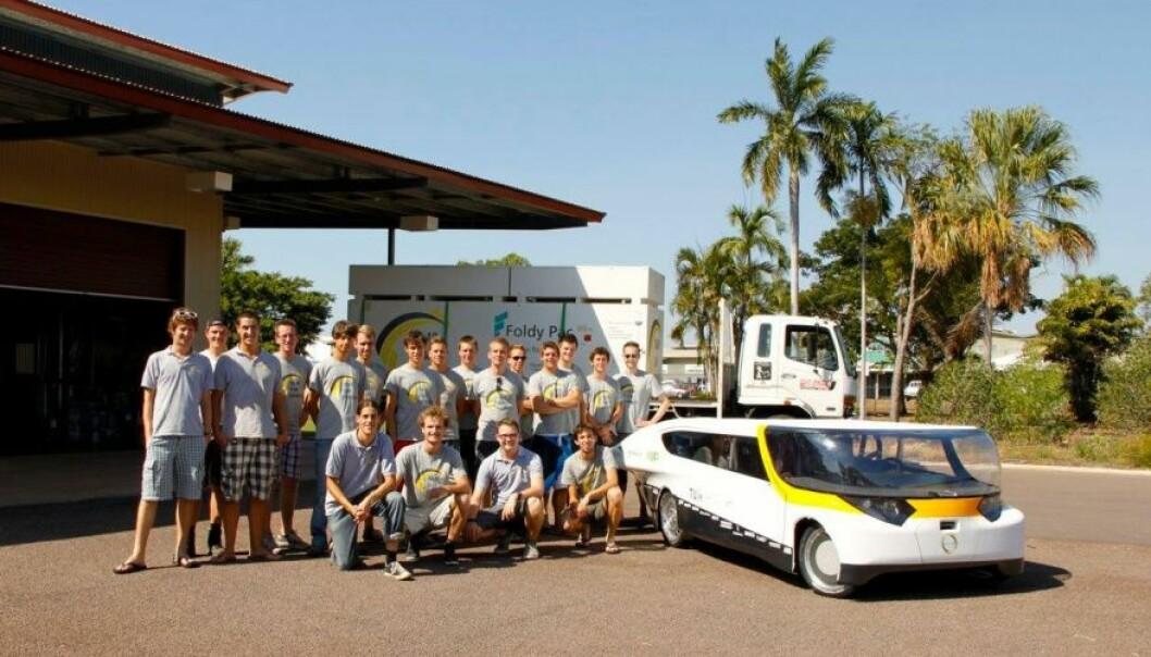 """<span class="""" font-weight-bold"""" data-lab-font_weight_desktop=""""font-weight-bold"""">SLIK STARTET DET: </span>Lightyear-grunnlegger Lex Hoefsloot ledet dette universitetslaget til seier i World Solar Challenge i 2012."""