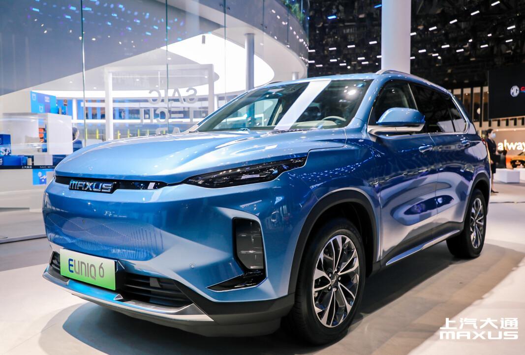 EN KINESISK TIL: Maxus Euniq 6 skal lanseres innen utgangen av året. Her vises den på Auto Shanghai.