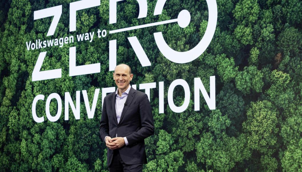 SATSER GRØNT: VW-sjefen Ralf Brandstätter under selskapets «Way to Zero»-konferanse torsdag.