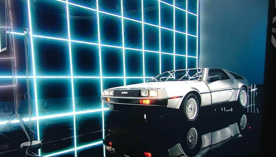 """<span class=""""font-weight-bold"""" data-lab-font_weight_desktop=""""font-weight-bold"""">LYSPUNKT: </span>Henrik Scott Forsberg fikk vise fram sin DeLorean under Spellemannsprisen. Her under forberedelsene på scenen."""