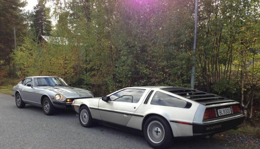 """<span class=""""font-weight-bold"""" data-lab-font_weight_desktop=""""font-weight-bold"""">SNUSE PÅ HVERANDRE: </span>Et nokså ufarlig møte mellom Henrik Scott Forsbergs DeLorean og en Datsun Z."""