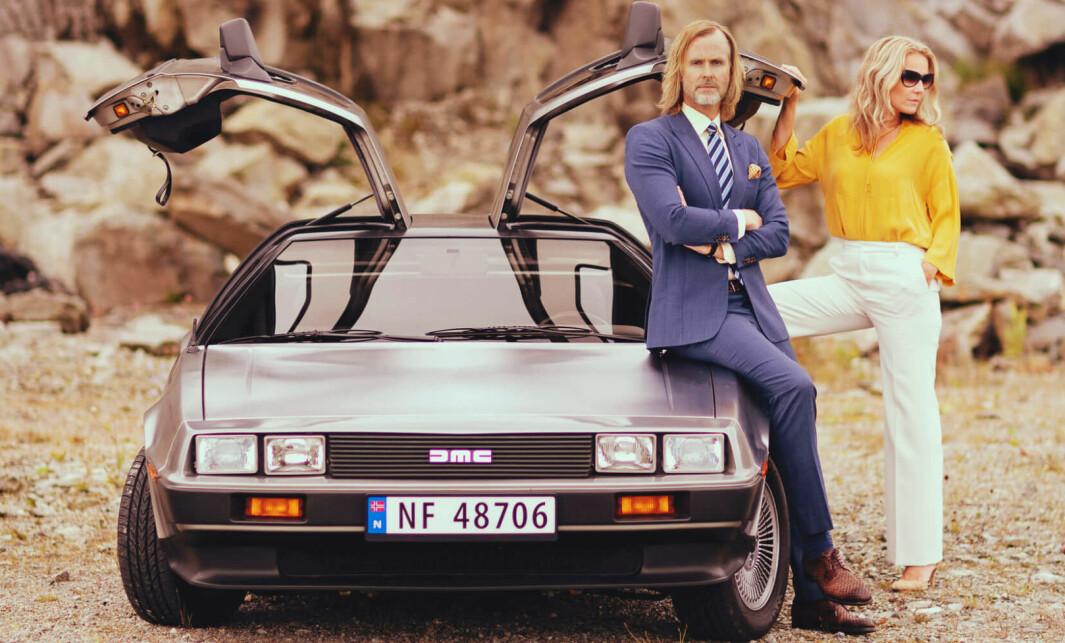 FLAGGERMUS: Haugesund-mannen Haakon Laastad er tredje generasjon Volvo-forhandler med blikk for bil. Her med Kjersti Eriksen Isdahl og DeLorean DMC12.