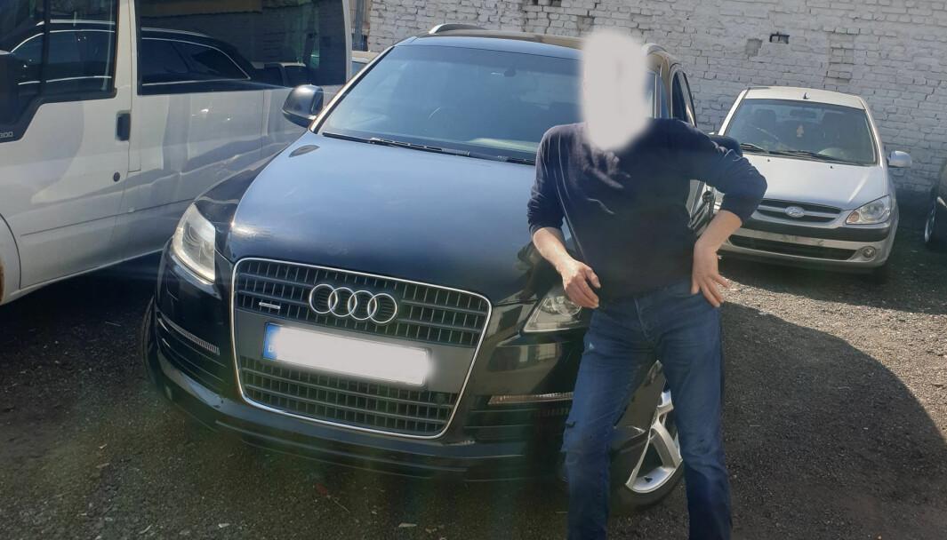 PROVOSERENDE: For Kaisa og Brynjar er det vondt å se dette bildet av det som skal være nåværende eier med Audien.