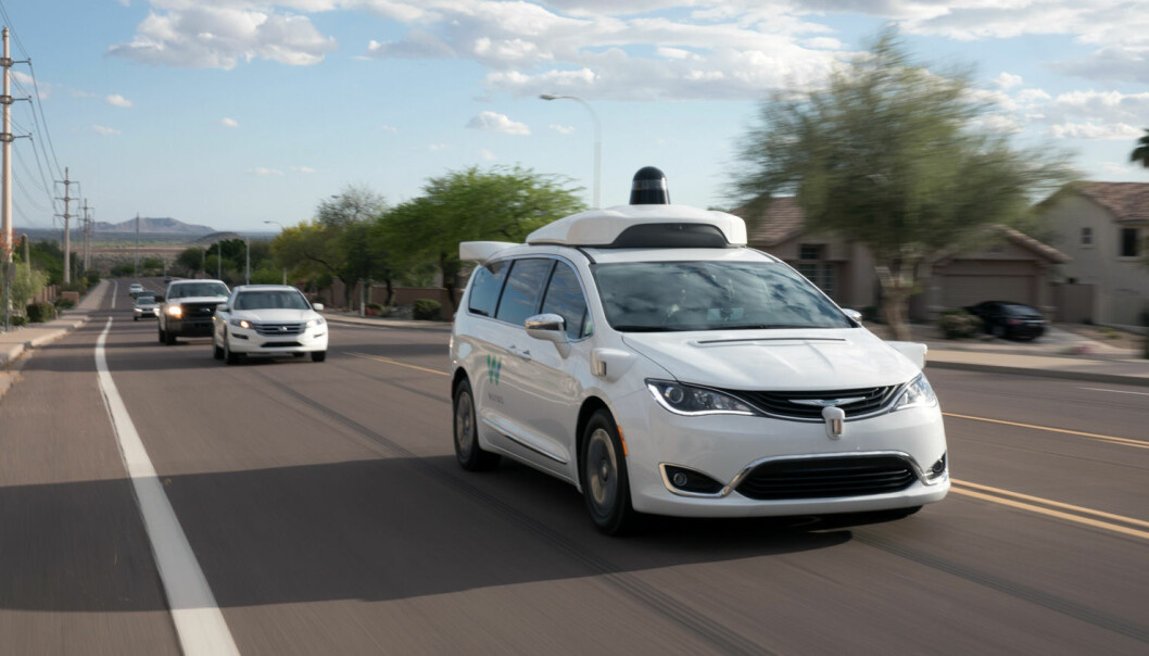 """<span class="""" font-weight-bold"""" data-lab-font_weight_desktop=""""font-weight-bold"""">HAR KOMMET LANGT:</span> Mange års arbeid ligger bak Waymos avanserte automatiserte kjøresystem, som tar sikte på å gjøre bilene helt selvkjørende. Waymo er et selskap i Alphabet-gruppen, der Google er grunnpillaren. Bildet viser testing på offentlig vei av en selvkjørende Chrysler Pacifica utstyrt med Waymos AD-systemer."""