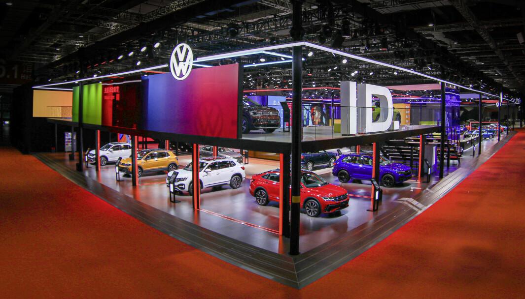 SELGER GODT: De gode resultatene kommer av høyt salg i Kina og oppsving for elbilene. Bildet viser et utstillingslokale i Kina.