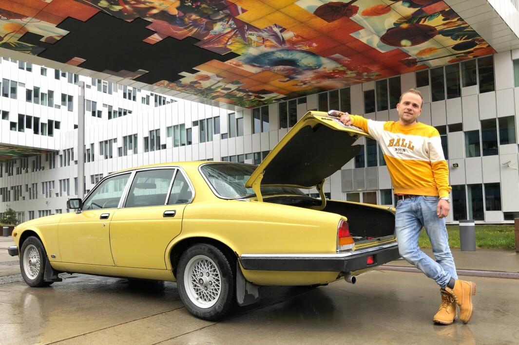 """<span class=""""font-weight-bold"""" data-lab-font_weight_desktop=""""font-weight-bold"""">ÅPNER OPP: </span>Redaksjonssjef Marius Mørch mener at den gamle Jaguaren knirker som den skal."""