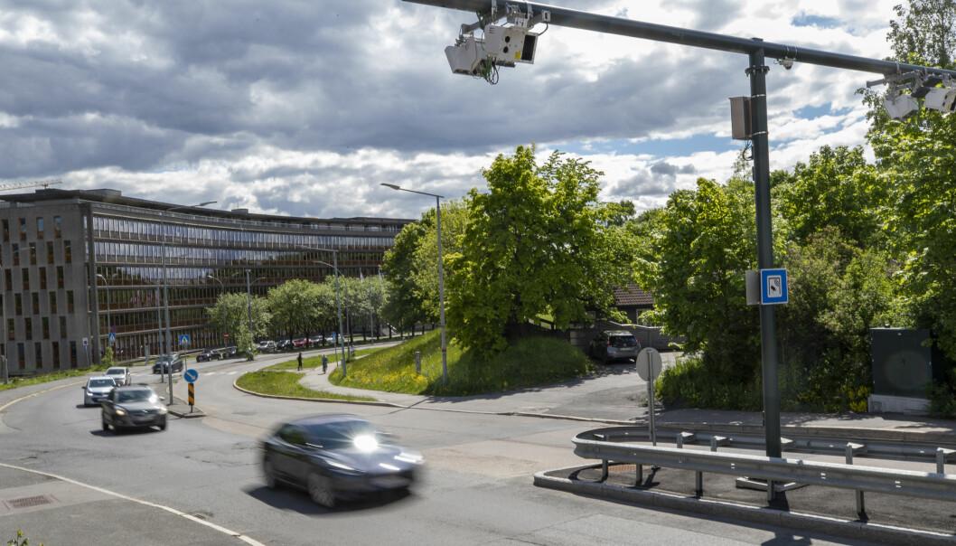 INGEN TAKSTER: Ved bomstasjonene i byene får du ikke vite prisen når du passerer. Her på Majorstua i Oslo.