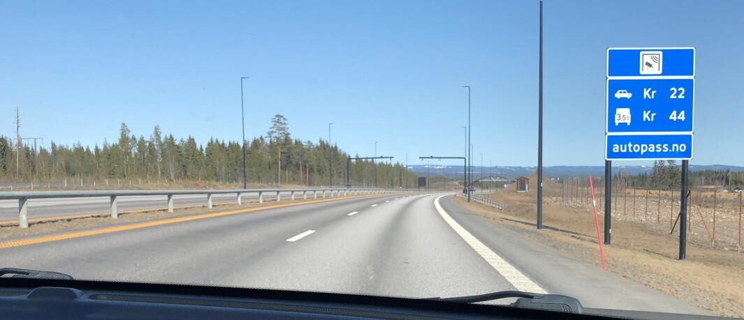 """<span class="""" font-weight-bold"""" data-lab-font_weight_desktop=""""font-weight-bold"""">GØY PÅ LANDET: </span>På motorveiene utenfor bystrøk får du vite prisene. Her fra den nye motorveien ved Elverum."""