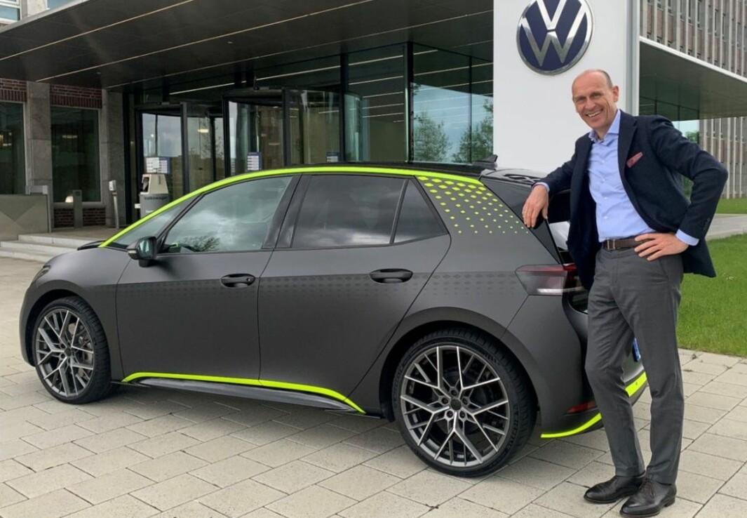 ELEKTRISK RACER-ID: VW-boss Ralf Brandstätter skryter av jobben teamet til Andreas Reckewerth har gjort med å utvikle konseptet ID.X.