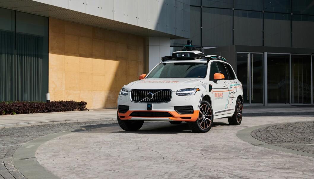 """<span class=""""font-weight-bold"""" data-lab-font_weight_desktop=""""font-weight-bold"""">ROBOTAXI:</span> På veien mot den ultimate trafikksikkerhet er Volvo partner med selskaper som utvikler transporttjenester med selvkjørende biler, som kinesiske Didi (bildet)."""