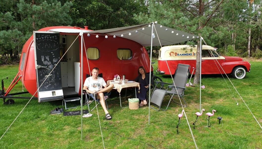 """<span class=""""font-weight-bold"""" data-lab-font_weight_desktop=""""font-weight-bold"""">FESTSTEMING: </span>Medlemmene i Norsk Veteran Camping setter farge på enhver campingplass. Her fra ert tidligere treff."""
