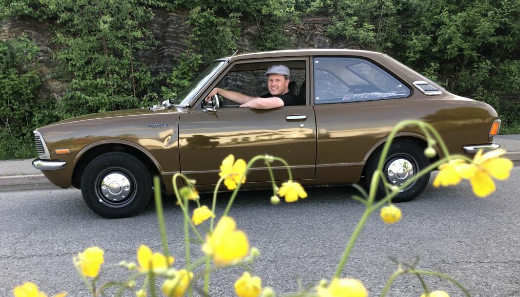 SMØRBLOMST: Ivar Andersen vokste opp med Toyota Corolla og har kjøpt tilbake barndomsminnene i form av to tilsvarende eksemplarer av arten.