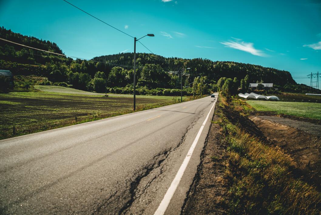 DÅRLIG VEDLIKEHOLDT: – Det trengs en betydelig større pott for å hjelpe fylkene med å utbedre veiene, sier Stig Skjøstad, administrerende direktør i NAF.