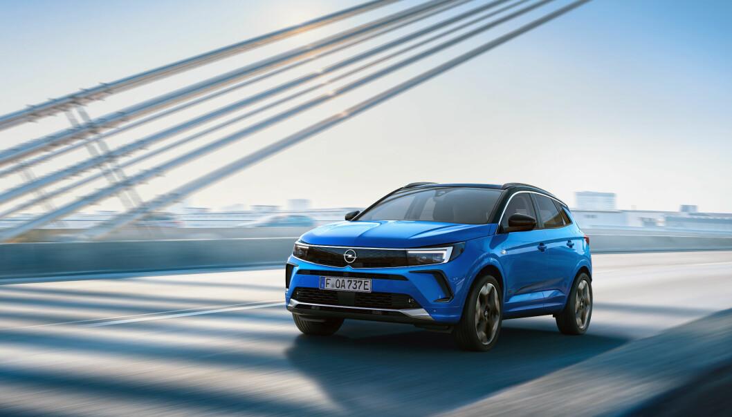 FORSINKET: Opels oppgraderte Grandland rammes hardt av komponentmangelen i bilindustrien.