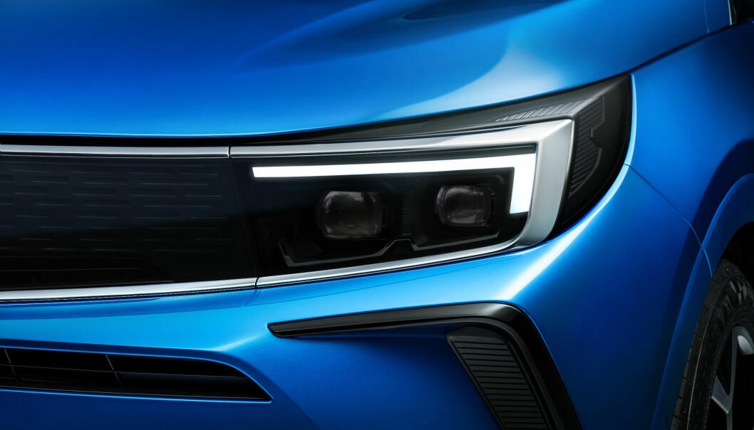 """<span class="""" font-weight-bold"""" data-lab-font_weight_desktop=""""font-weight-bold"""">LYSMESTER:</span> Lysteknologien fra Opel har ofte satt nye standarder. På Grandland finjusteres det intelligente systemet som maskerer ut møtende biler, men lyser opp omgivelsene."""
