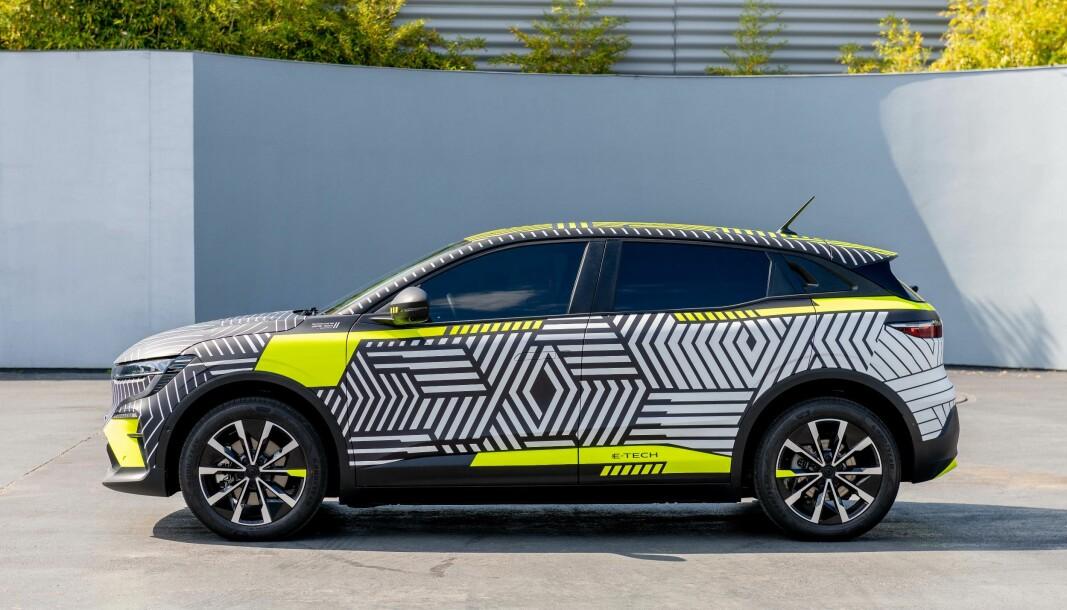 """<span class="""" font-weight-bold"""" data-lab-font_weight_desktop=""""font-weight-bold"""">SUV-PREG:</span> Fra siden ser man lettest SUV-dimensjonene. I likhet med tvilling Nissan Ariya, legger den seg noen centimeter under konkurrenter som Skoda Enyaq og VW ID.4."""