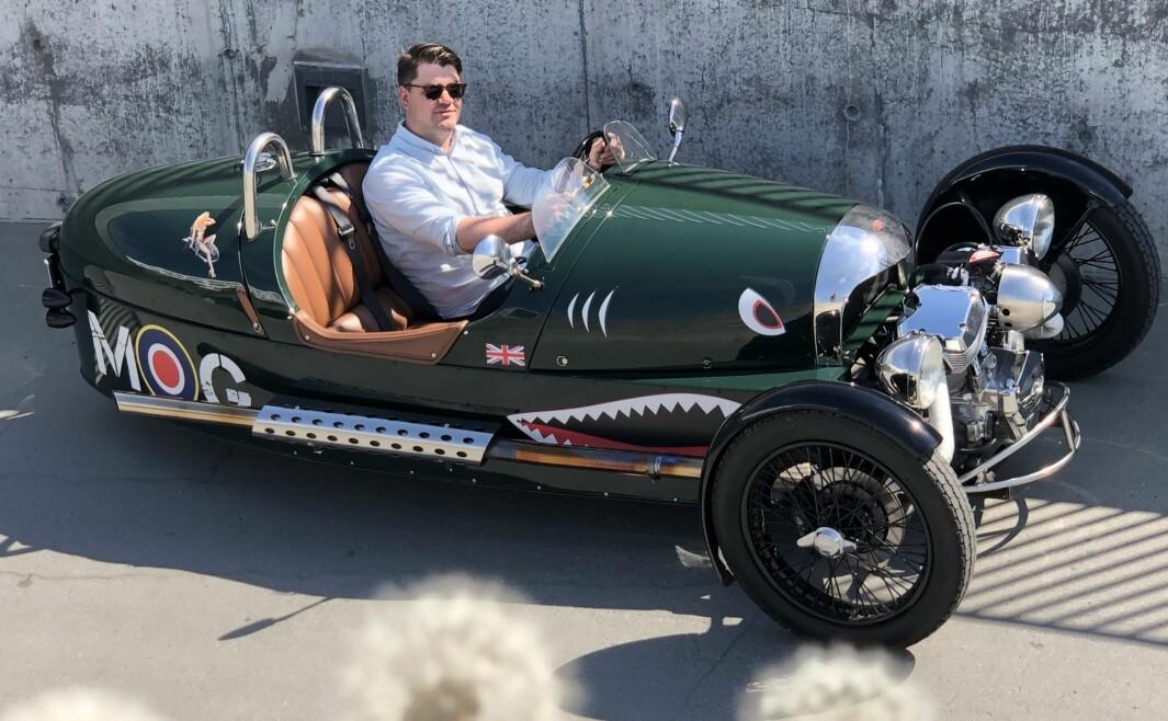 STØDIG PÅ TRE HJUL: – Ett hjul mindre tilfører biler noe, sier trehjulingsentusiast Kåre Anda Aronsen.