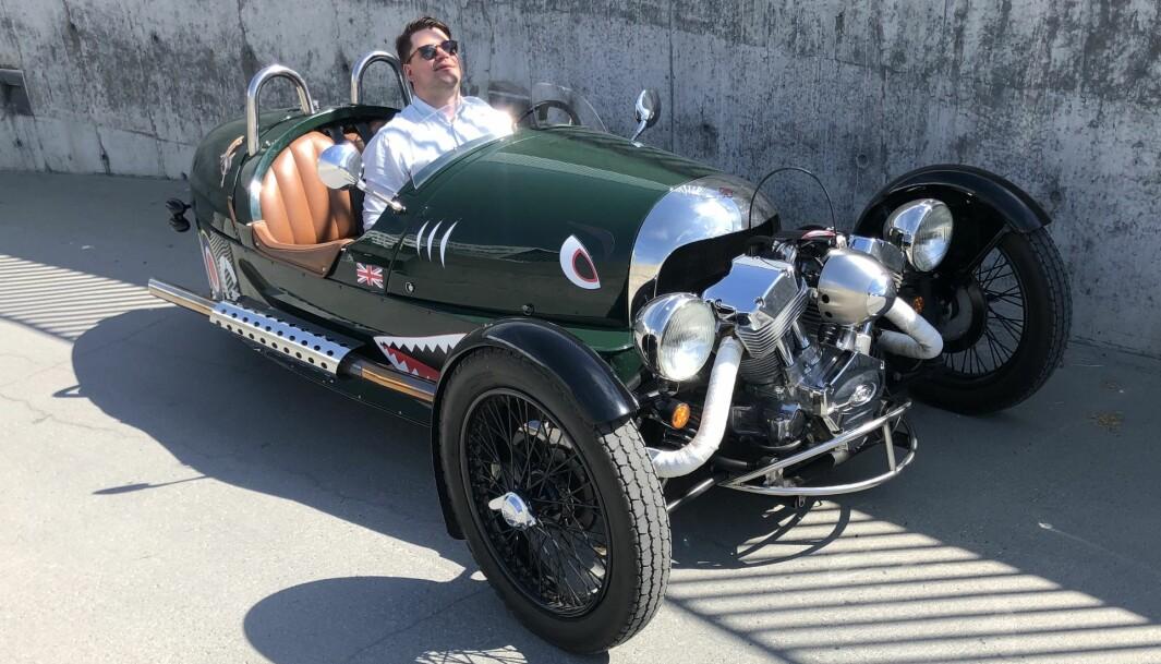 """<span class=""""font-weight-bold"""" data-lab-font_weight_desktop=""""font-weight-bold"""">SKYGGEBOKSING:</span> Kåre Anda Aronsen synes kjøretøy med færre hjul gir mer Morgan Threewheeler kom i produksjon for første gang i 1911."""