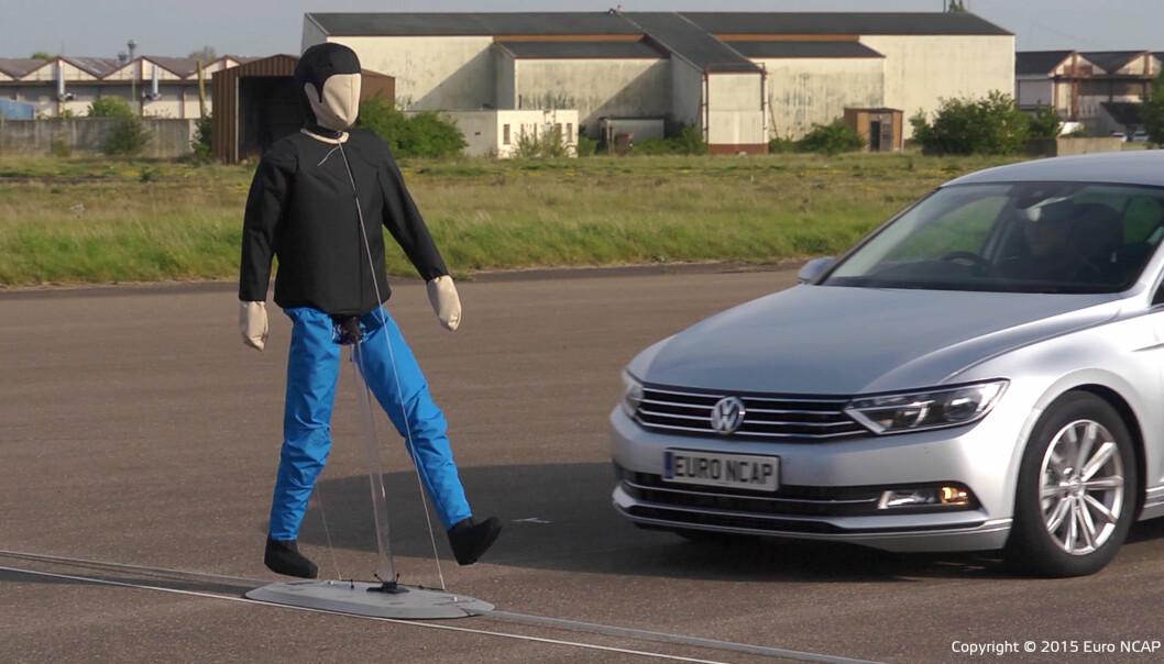 """<span class="""" font-weight-bold"""" data-lab-font_weight_desktop=""""font-weight-bold"""">FOREBYGGENDE:</span> Moderne sikkerhetssystemer, som blant annet at bilen bremser automatisk for fotgjengere, gjør at flere ulykker forhindres. Totalt sett er det derfor en sikkerhetsfordel med moderne biler, mener Folksam."""
