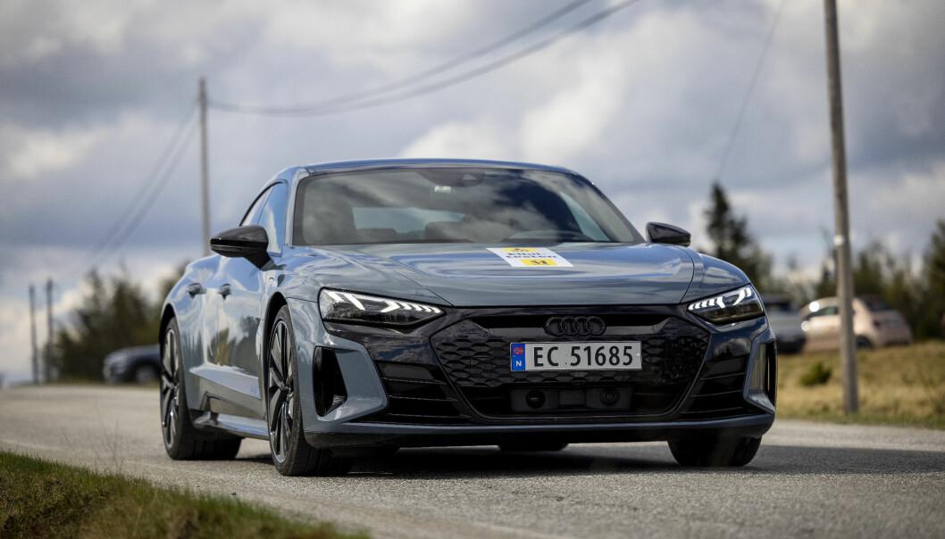 KAN BLI AVGIFTSBELAGT: Opposisjonspartiene vil ha moms på dyre elbiler, som denne Audi e-tron GT. De får støtte av det internasjonale pengefondet.