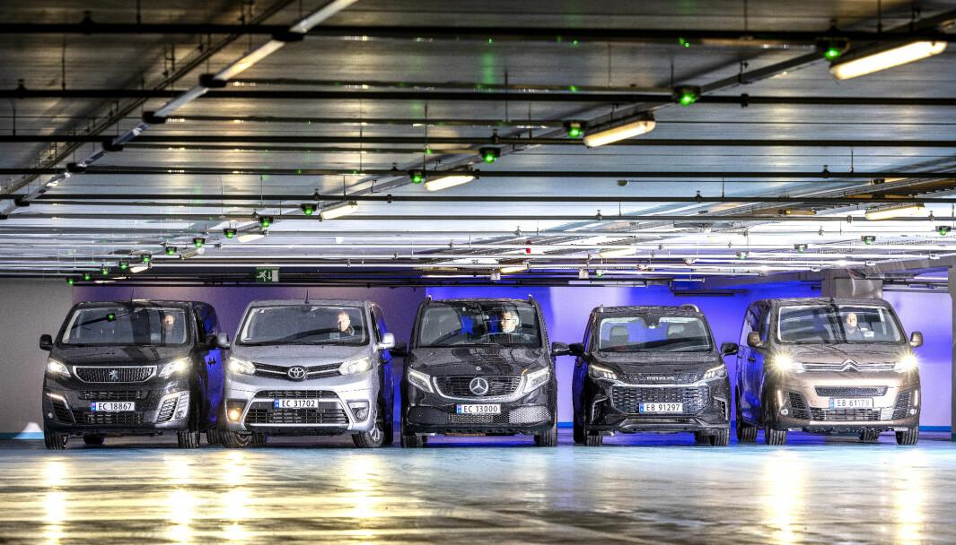 STORTEST: Disse fem elektriske testbilene har fra sju til ni sitteplasser.