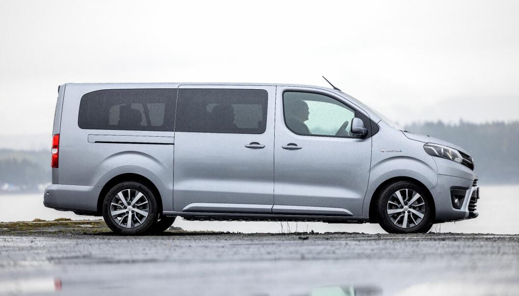 LANG BIL, KORT TUR: Med diesel er dette en ypperlige storfamiliebil. Som elbil går den for kort.