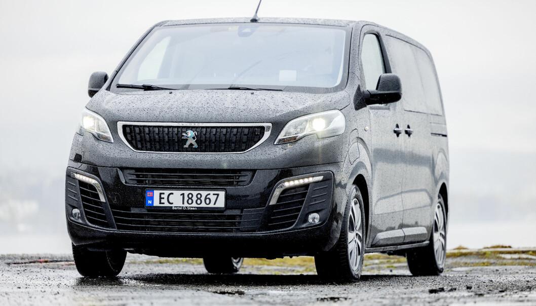 KORTREIST: Peugeot e-Traveller er praktisk og komfortabel, men rekkevidden er for dårlig.