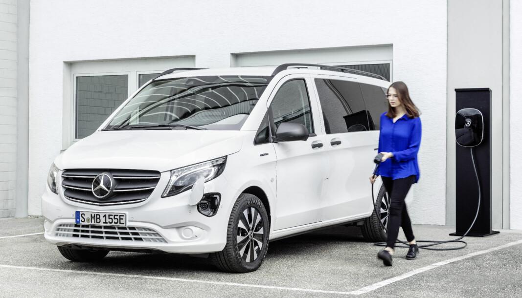 RIMELIGERE STORSTJERNE: V-klassens varebilbasis er tydeligere i nye eVito Tourer Long Range, som nå er i salg i Norge.