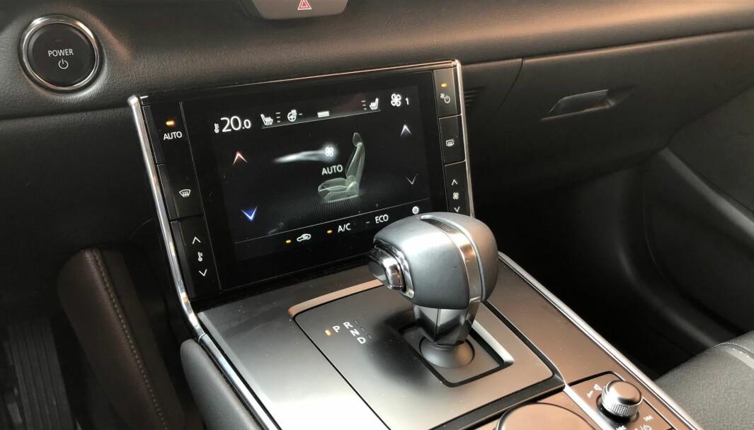 """<span class="""" font-weight-bold"""" data-lab-font_weight_desktop=""""font-weight-bold"""">KVALITET:</span> Mazda MX-30 utmerker seg med samme høye kvalitetsfølelse som på øvrige Mazda-modeller."""