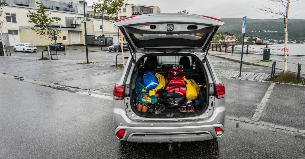 SJEKK VEKTA (…I VOGNKORTET): Det er begrensninger for hvor tung bagasjen kan være. Her er en Mitsubishi Outlander klar for helgetur.