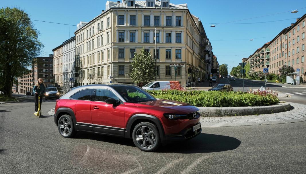SPENNENDE: Mazdas første elbil, MX-30, kommer nå som ladbar hybrid,