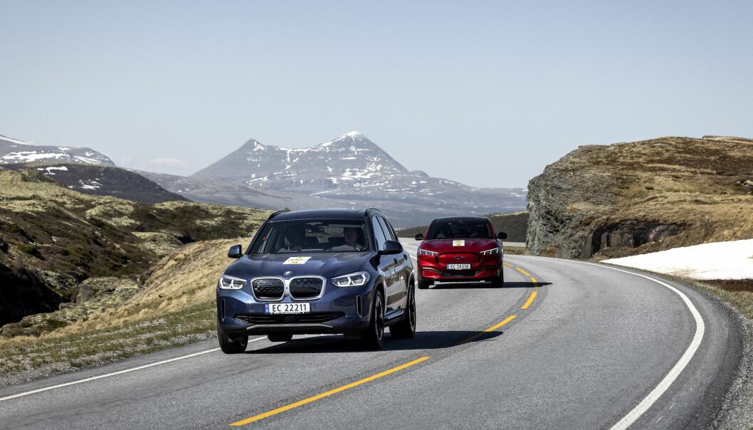 """<span class="""" font-weight-bold"""" data-lab-font_weight_desktop=""""font-weight-bold"""">BAKHJULSDRIFT: </span>BMW iX3 og Ford Mustang Mach-E har begge imponert med rekkevidden i våre elbiltester. Begge disse fås med bakhjulsdrift."""