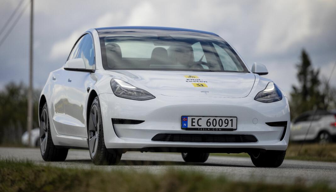 SUSER AVGÅRDE: Model 3 er toppselgeren i Europa i sitt segment, foran BMW 3-serie og VW Passat. Den ble også nummer to av alle bilmodeller i juni.