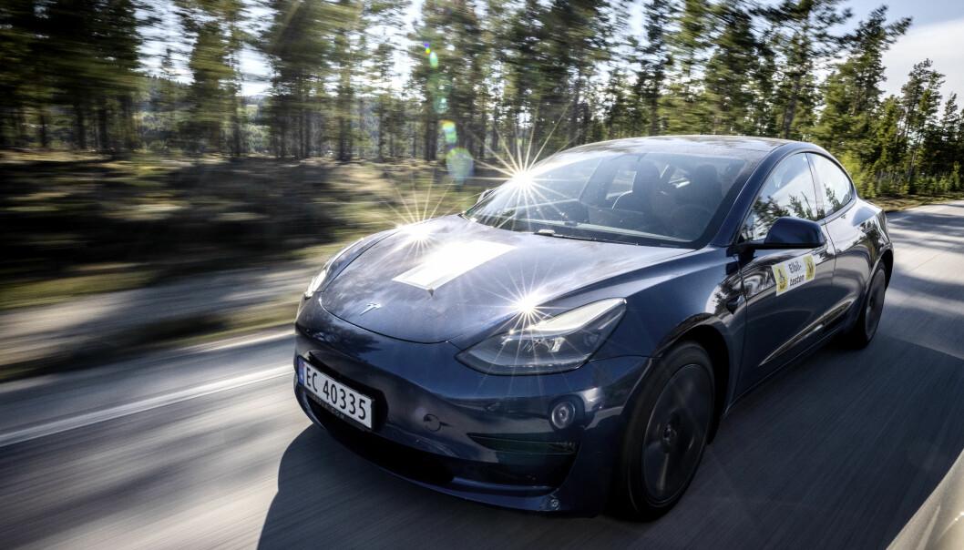 METST SOLGT: Tesla Model 3 suser gjennom Norge med stor suksess.