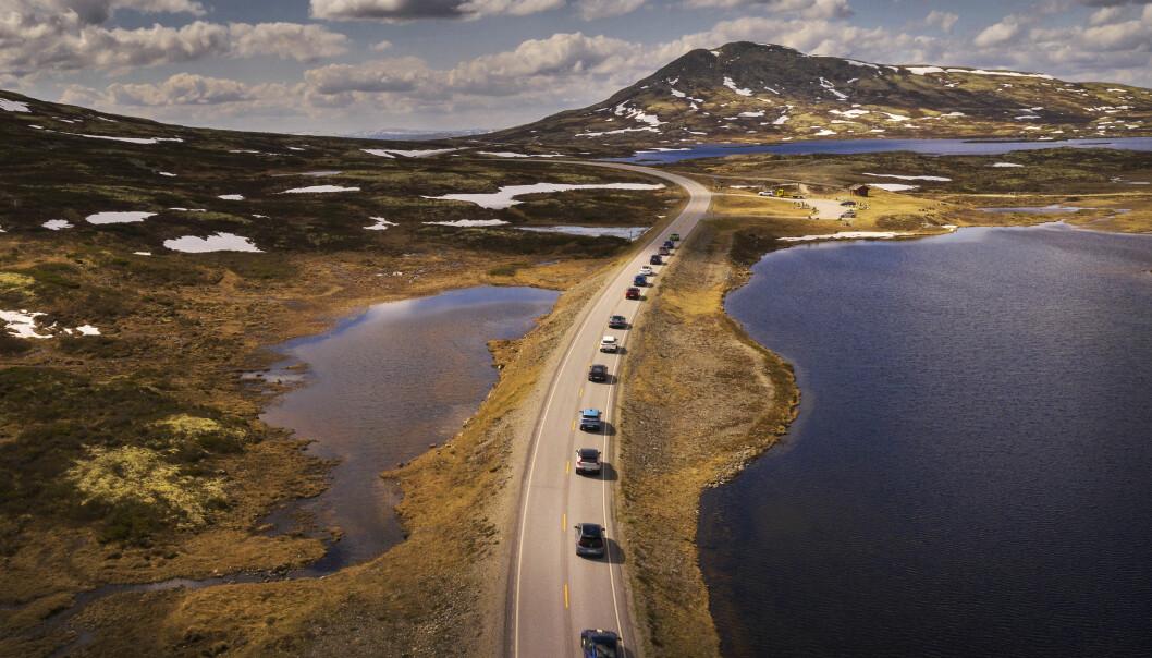 ELBIL-LANDET: Et knippe elbiler på vei gjennom Rondane i forbindelse med sommertesten 2021.