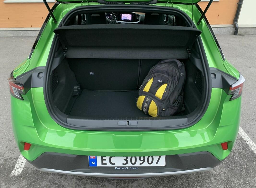 BEGRENSET: 310 liter rommer bagasjerommet og er større enn i en typisk småbil, men mindre enn det vanlige i kompaktklassen.