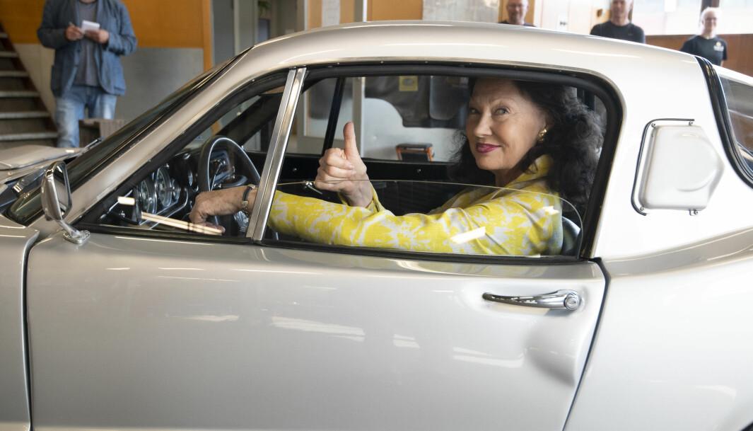 """<span class=""""font-weight-bold"""" data-lab-font_weight_desktop=""""font-weight-bold"""">TOMMELFINGER-REGEL:</span> Åse Kleveland har kjørt sin Saab Sonett som helårsbil gjennom sludd, slaps, grus, asfalthull og andre påkjenninger gjennom 53 år. På tampen av juni måned i år fikk hun bilen tilbake – fullt rehabilitert – fra Automester Aasum bil i Kongsvinger."""